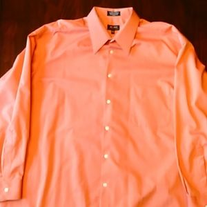 Two (2) Wrinkle Free Mens Button Up Shirts Sateen